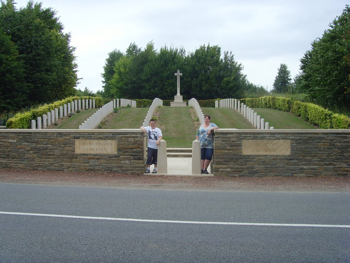 Hibers Trench Cemetery: Visitors Daniel and Claire Woolf
